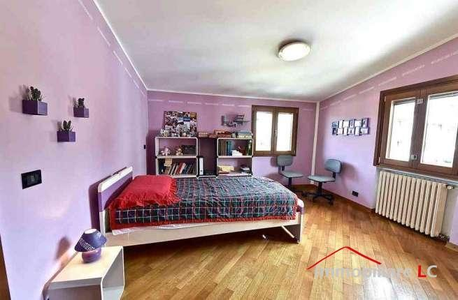 camera matrimoniale luminosa