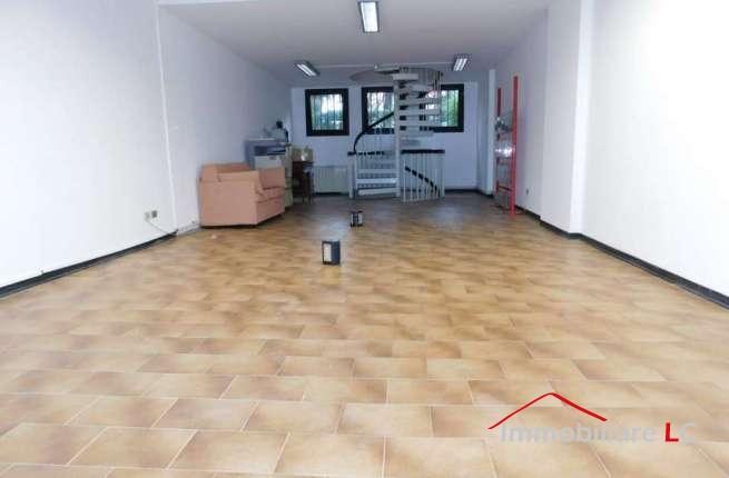 """Arese in affitto: Negozio Centro Commerciale """"Giada"""""""